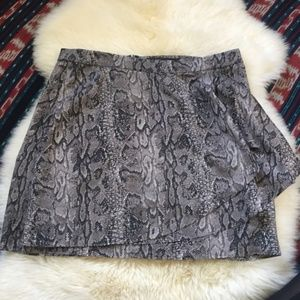 New BCBGMaxAzria mini snakeskin print skirt